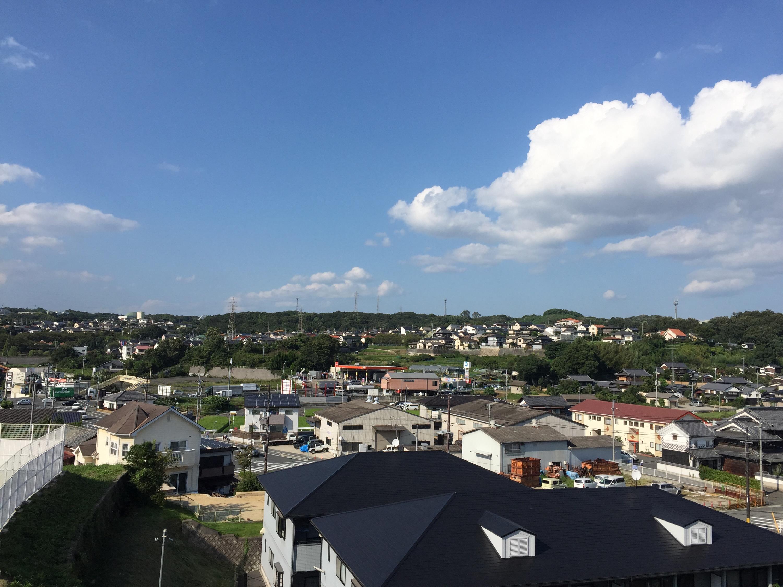 屋根から見た早島町の景色の写真