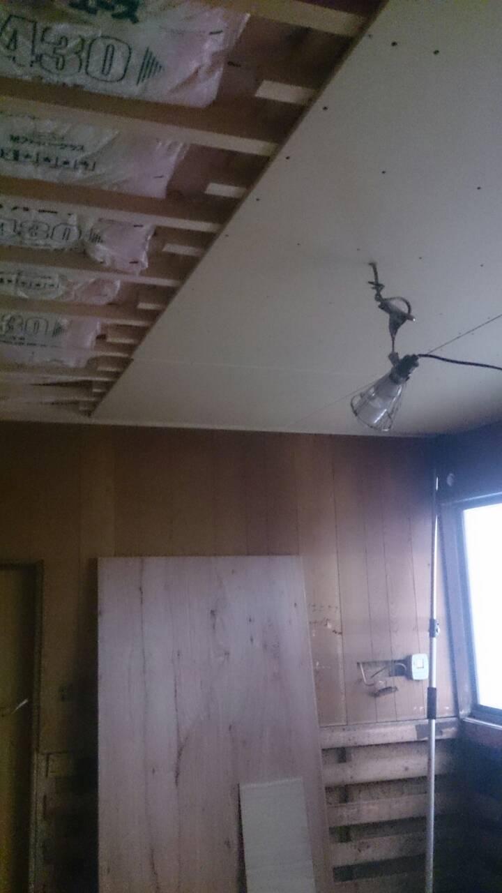 早島町キッチン工事 天井工事中の写真