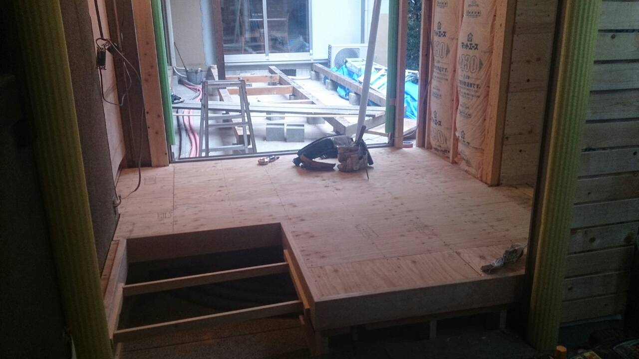 早島町リフォーム工事 廊下工事中の写真①