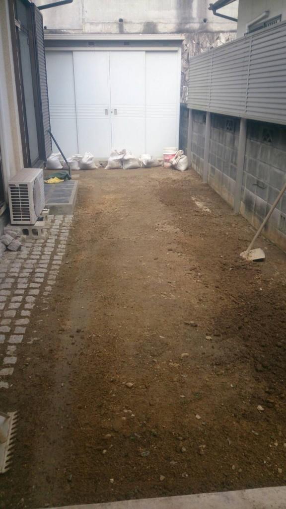 早島町庭の土入れ替え工事 工事中の写真②