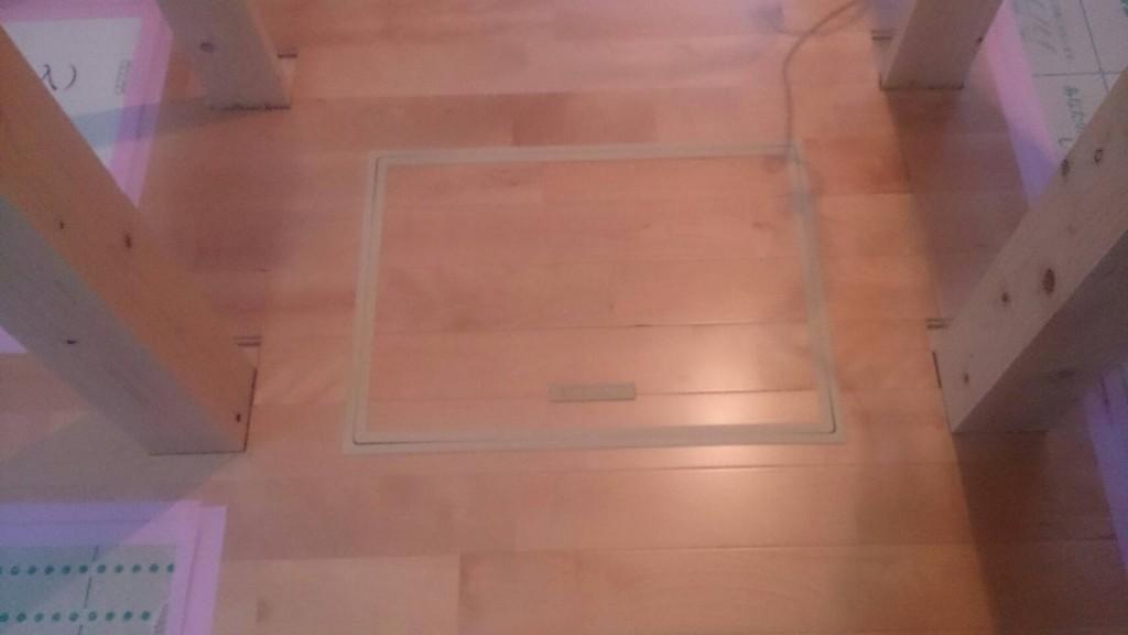 早島町新築工事 床下点検口の写真①