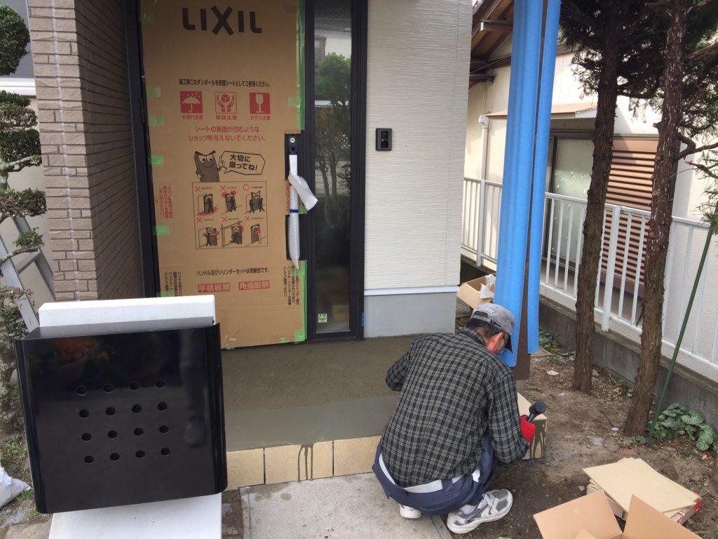 早島町玄関工事 タイル工事の写真