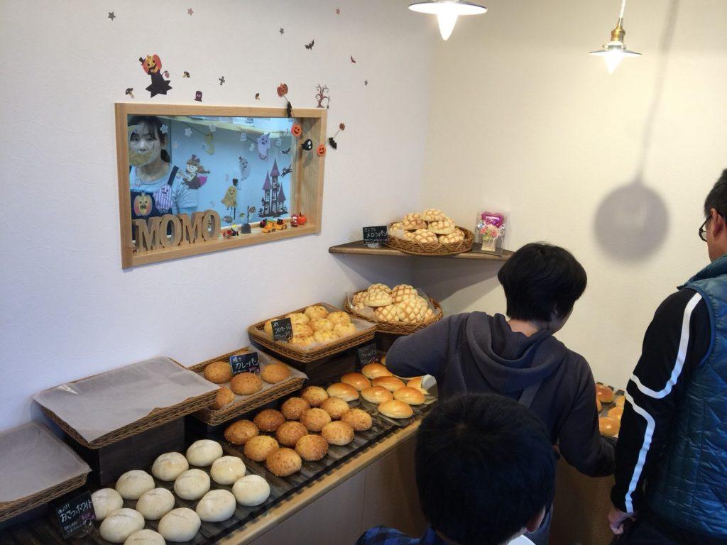 町の小さなパン屋さんmomo オープンの様子②